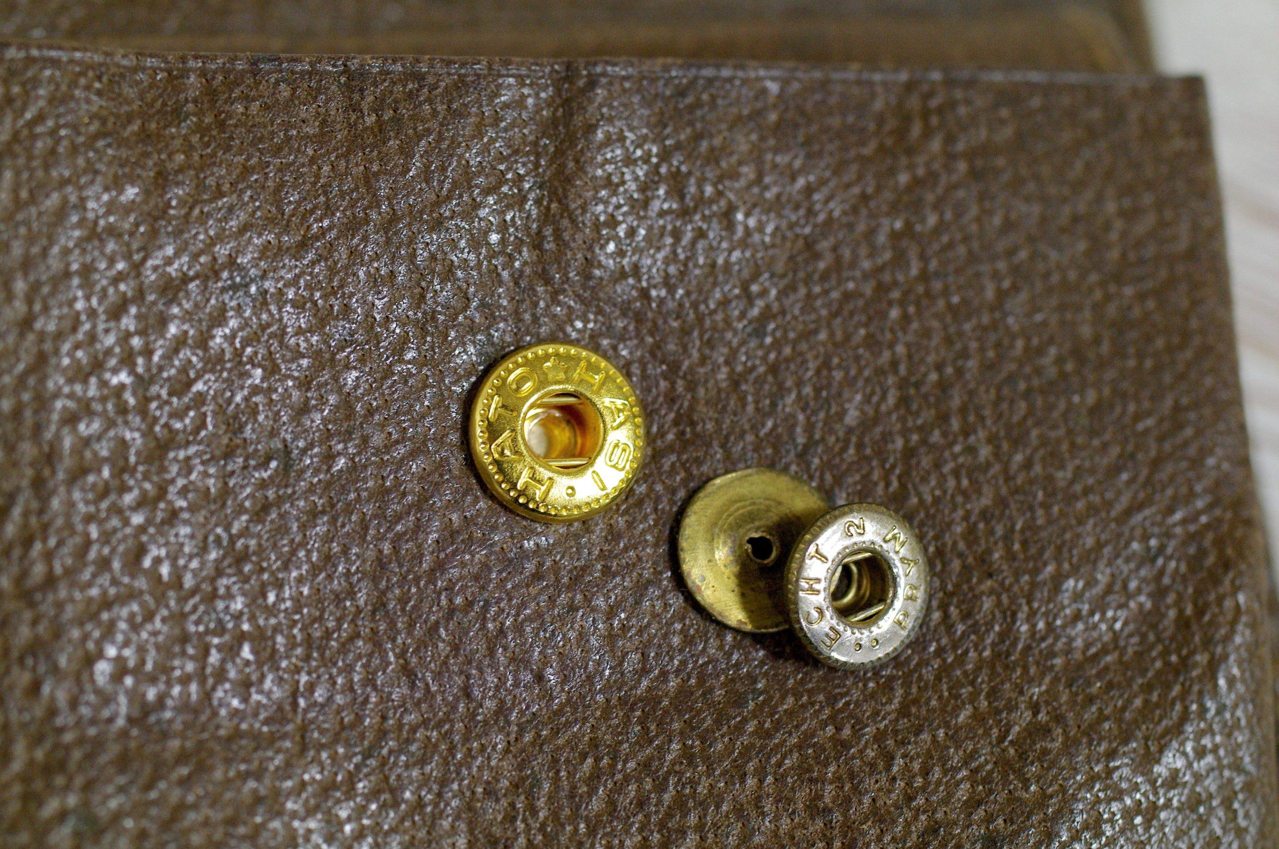 グッチ(Gucci)の折財布のボタン金具交換をご紹介