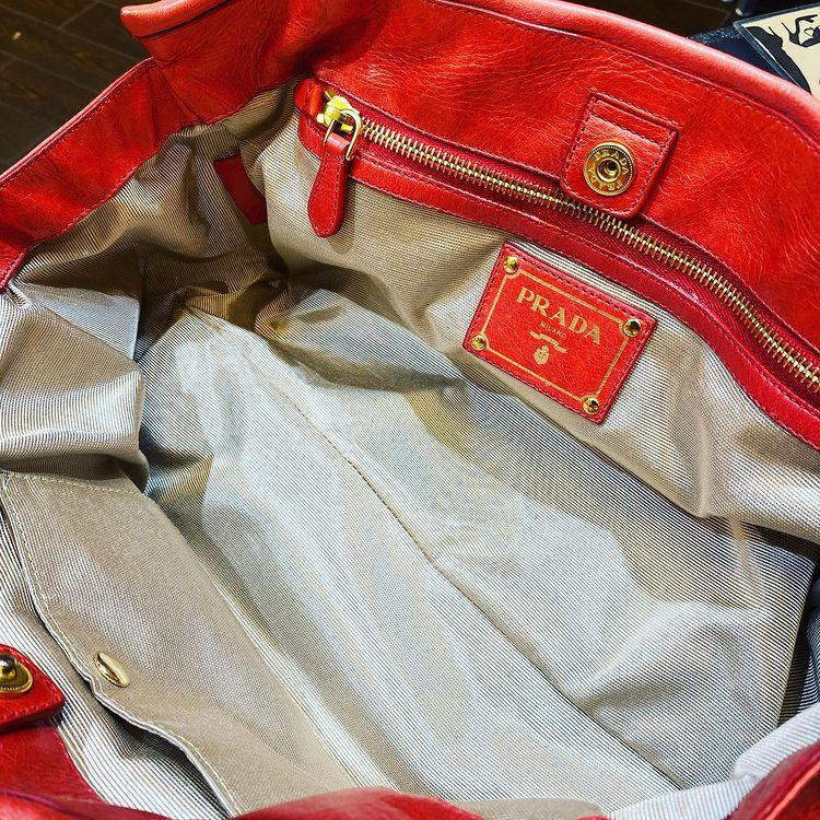 プラダ(Prada) バッグの内袋交換をご紹介いたします。
